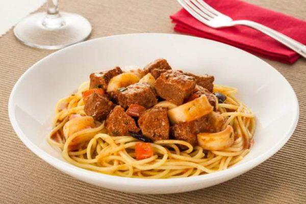 Espaguete com contrafilé Friboi
