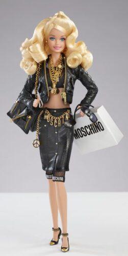 Moschino e Barbie lançam novos looks