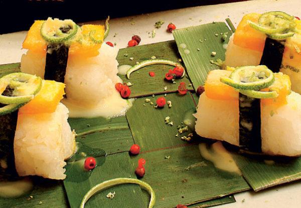 Sushi de manga com coco