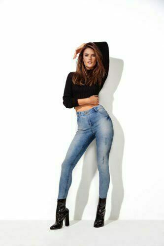 GATABAKANA apresenta a Double Jeans Alessandra Ambrosio