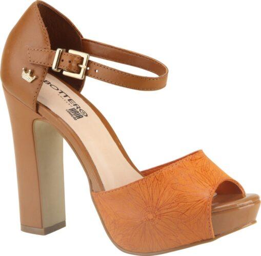 Estilo na coleção de calçados da novela Haja Coração
