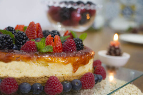 Cheesecake de Ricota Fresca com Calda de Frutas Vermelhas